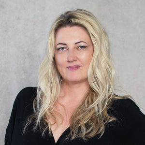 Photo of Carla Pedersen